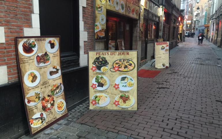 COMM PRESSE |  Ilot Sacré : la Ville procède à l'enlèvement des porte-menus non conformes