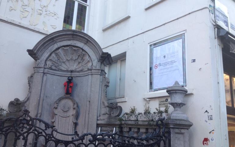 COMM PRESSE | La Ville pose des scellés sur l'écran publicitaire illégal donnant sur la fontaine du Manneken Pis